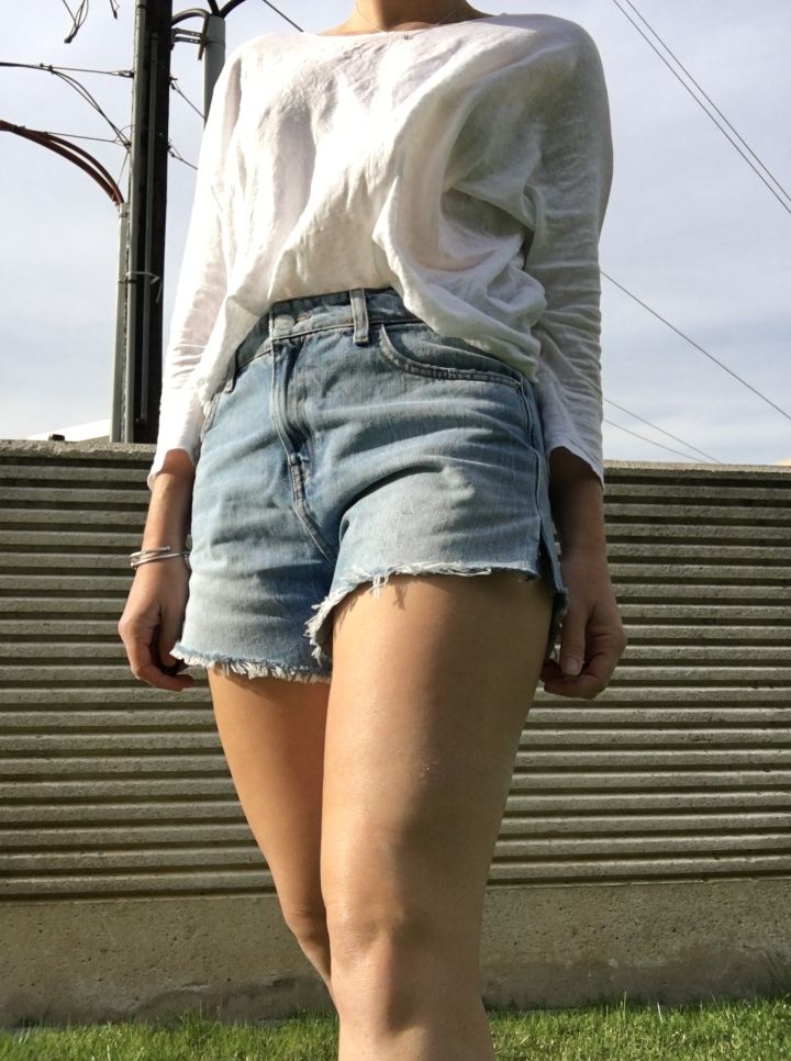 shorts close